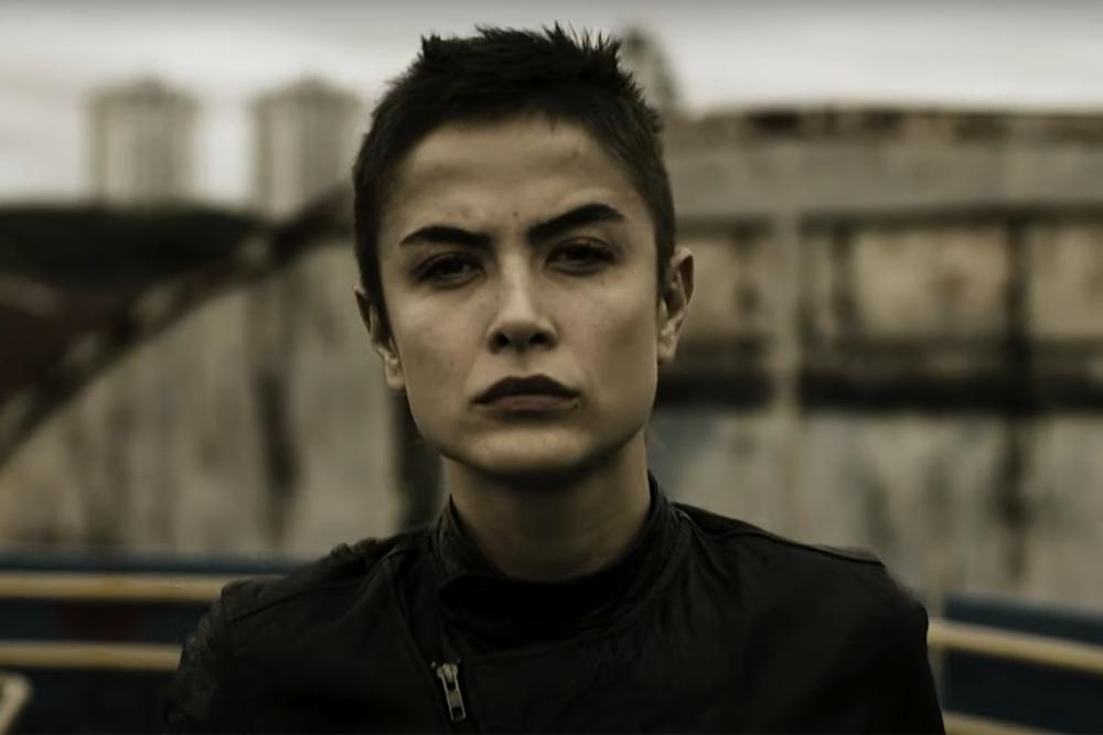 Maria Casedevall luta para defender inocentes em trailer de 'Garota da  Moto' | Rápido no Ar