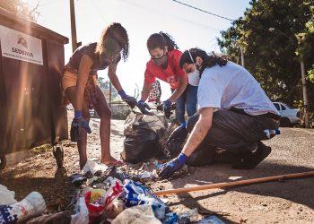 Moradores participaram ativamente do mutirão de limpeza. Foto Fernanda Giannini Veirano